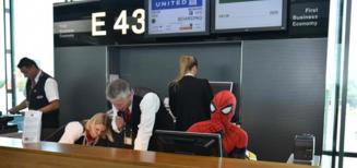 Spider-man en visite à l'aéroport de Zürich
