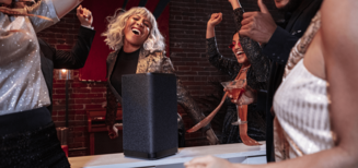 Ultimate Ears HYPERBOOM apporte un son massif et des basses extrêmes à chaque fête
